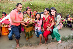 Anuj Family and Claire. Chhath Puja..  Navadhi India (geolis06) Tags: geolis06 asia asie inde india bihar navadhi village offering offrande sari portrait olympuspenf olympusm1240mmf28anujfamille inde2017 traditionnelle traditional tradition chhathpuja anujfamille