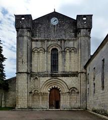 Bassac - Abbaye Saint-Étienne (Martin M. Miles) Tags: bassac abbayesaintétienne stylesaintongeais saintonge charente 16 nouvelleaquitaine france