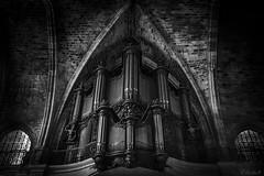L'orgue de Saint Sernin (Cecilia A) Tags: aquitaine bordeaux france pipeorgan saintsernin église ©ceciliaa orgão monochrome bw blackwhite orgueàtuyaux pretoebranco pretobranco pb noiretblanc órgãodetubos canong15 canon lowkey