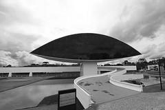 O Olho (Claudio Arriens) Tags: oscarniemeyer museu olho curitiba paraná brasil pb bw canoneos40d canonefs1018mmf4556isstm arquitetura architectural eye ojo