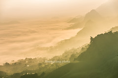 _Y2U1005.0118.Tà Lại.Mộc Châu.Sơn La (hoanglongphoto) Tags: asia asian vietnam noorthvietnam northwestvietnam landscape scenery vietnamlandscape vietnamscenery vietnamscene mocchaulandscape mountainous mountainouslandscape morning mist sunrise valley cloud flanksmountain canyon cloudvalley hdr canon canoneos1dx canonef70200mmf28lisiiusm tâybắc sơnla mộcchâu phongcảnh buổisáng bìnhminh sươngmù mây núi sườnnúi mâymộcchâu bìnhminhmọcchâu tàlại