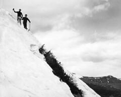"Pente raide ... ( P-A) Tags: nbargentique printemps montagne sport passion modedevie activité endurance ski escalade hauteur risque montwashington usa photos simpa© blackwhiteartaward ""nikonflickraward"""