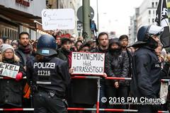 Proteste: Frauenmarsch zum Bundeskanzleramt  | Nicht in unserem Namen – Kein Feminismus ohne Antirassismus! – Berlin – 17.02.2018 - IMG_9555 (PM Cheung) Tags: frauenmarschzumbundeskanzleramt berlin 17022018 antifa blockaden demonstration feminismus polizei demo bundeskanzleramt leylabilge alternativefürdeutschlandafd lutzbachmann identitärebewegungib aufmarsch frauenmarsch marschderfrauen antifaschisten gegendemonstration bündnisgegenrechts unserealternativeheistsolidarität mehringplatz checkpointcharlie b1702 afd neonazis rassismus flüchtlinge protest 2018 rechtegewalt pomengcheung pmcheung toleranz diskriminierung protestveranstaltung hooligans mengcheungpo facebookcompmcheungphotography merkelmussweg rechtsruck rechtspopulismus sexismus kandelistüberall willybrandthaus