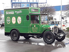 green car (rainer.marx) Tags: köln colonia cologne kölsch oldtimer