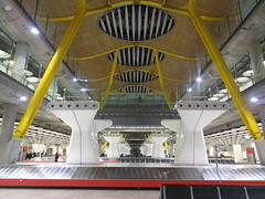 Baggage Claim (cohodas208c) Tags: normanfoster airport madrid bajaras terminal4