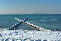 vereist (Wunderlich, Olga) Tags: ostsee schnee eis buhnen holzbuhnen winter natur landschaft rügen insel deu mecklenburgvorpommern