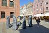 2-DSC_8463 Altstadt von Olsztyn - Skulpturen vor dem Alten Rathaus; Kreis von Steinfiguren, sogen. Baby Pruskie. Diese Art männlicher Figuren wurden  vor ca. 700 Jahren von dem baltischen Volksstamm Prußen angefertigt. (stadt + land) Tags: altstadt skulpturen alte rathaus kreis steinfiguren baby pruskie männliche figur 700 jahre baltische volksstamm prusen angefertigt foto reisefotografie stadtfotografie stadtportrait stadt olsztyn allenstein polen preussen sehenswürdigkeiten architektur