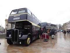 East Yorkshire 644 VKH 44 & Demonstrator DD16 GAS, Queen Victoria Square, Hull (sambuses) Tags: eastyorkshire demonstrator biogasbus dd16gas 644 vkh44