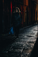 Few moments of light in the alley (FButzi) Tags: genova genoa liguria italy vicoli caruggi street light woman