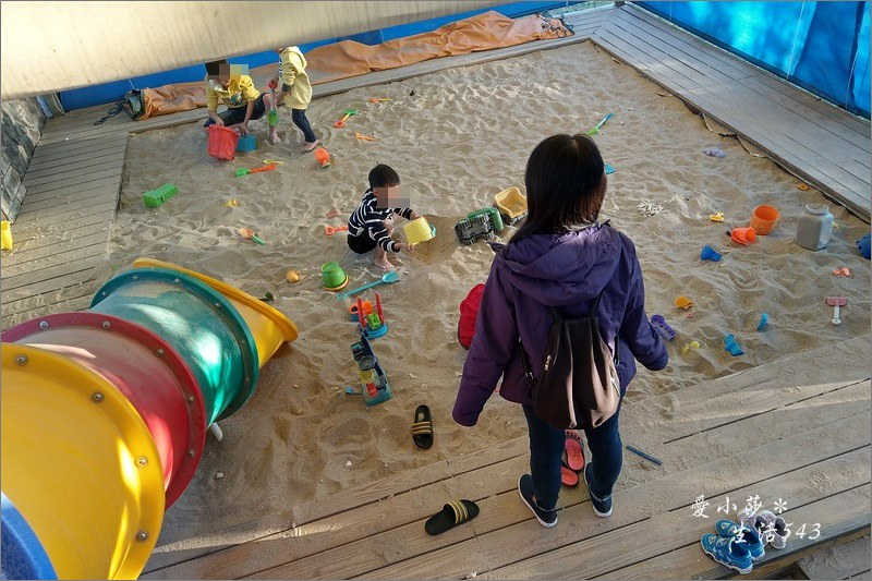 【淡水三芝咖啡】海豚咖啡@三芝淺水灣景觀餐廳推薦!設有親子遊戲區!還有沙坑喔!