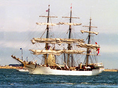 Sail2K111a (Grudnick) Tags: kodak gold400 35mm negative gc4006 boston slr minolta sailboston2000 tallships sailing portofboston massachusetts usa