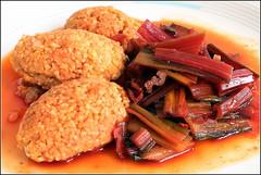 Mangold,  gedünstet mit Mercimek köftesi (julia_HalleFotoFan) Tags: mangold essen food betavulgarissppvulgaris chard mercimek köftesi linsenfrikadellen