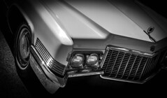 MOTORFEST '17 (Dave GRR) Tags: auto vehicle car cadillac classic vintage antique headlight front hood white black chrome wheel rim show motorfest canada 2017 olympus omd em1 1240