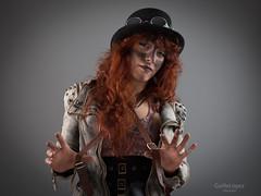 Steampunk (Troylo@stur) Tags: steampunk moda modelo model sombrero gafas pelirroja strobist estudio color canon