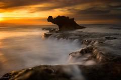 Sunrise Dragons Head (Gary Eastwood) Tags: beacheslandscapes beach ocean seascape sea nikond750 nikon nisifilters longexposure dragonshead surfcoast cloudsstormssunsetssunrises clouds sun sunrays skyscape sky surf