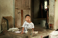 boy on his porch (the foreign photographer - ฝรั่งถ่) Tags: small young boy wooden porch khlong thanon portraits bangkhen bangkok thailand canon