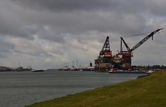 Calandkanaal + Thialf (Hugo Sluimer) Tags: portofrotterdam port haven onzehaven botlek landtongrozenburg landtong nlrtm nederland zuidholland holland heerema