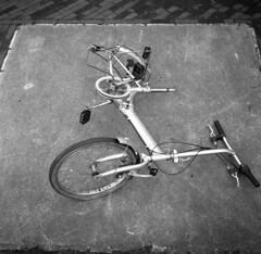 Off the road (Arne Kuilman) Tags: walzflex mediumformat 6x6 ilford fp iso125 boxspeed microphen 9minutes film homedeveloped broken fiets bicycle ontheroad brand
