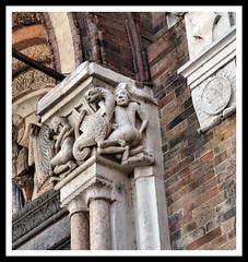 Portale della cattedrale di Lodi (claudiobertolesi) Tags: 2017 lodi cathedral catholic artesacra arteromanica portale capitello colonna claudiobertolesi cattolicesimo chiesa church lombardia italia europe