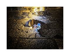 ... (ángel mateo) Tags: ángelmartínmateo ángelmateo cádiz andalucía españa noche reflejo iluminación luz charco agua night reflection lighting light puddle water