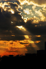 Makes me happy (Debmalya Mukherjee) Tags: sunset sunshine dusk rays clouds debmalyamukherjee canon550d 18135 mumbai