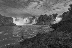 Iguazú en blanco y negro (José M. Arboleda) Tags: blancoynegro monocromático agua catarata cascada paisaje iguazú argentina eos josémarboledac ef1740mmf4lusm markiii canon 5d