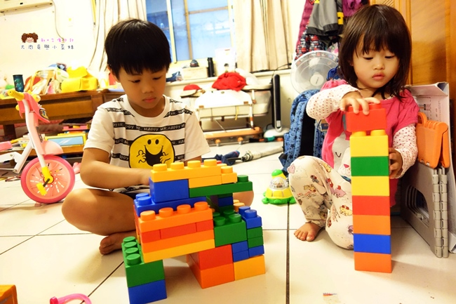 《育兒用》台灣製造.UNiPLAY抗菌軟積木~大人小孩都愛不釋手的軟質積木!色彩繽紛組裝樂趣多,讓想像力跟積木一樣無限延