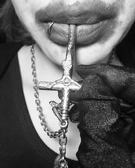 Píldoras de fe (Caarlos*) Tags: desing japan newyork cdmx mexico lips diseño modelo fotografia jesus pildora pills