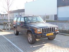 Jeep Cherokee 4.0 V6 (16 06 2000) (brizeehenri) Tags: jeep cherokee 2000 13ttps rotterdam heijplaat
