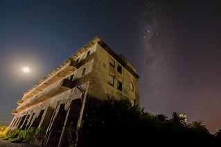 Noche sobre las ruinas del Gran Hotel Viena (Miramar, Córdoba, Argentina)