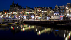 Christmassy Amsterdam (HansPermana) Tags: amsterdam netherlands nederland niederlande holland noordholland northholland eu europa europe city cityscape citycenter oldbuilding architecture reflection water canal