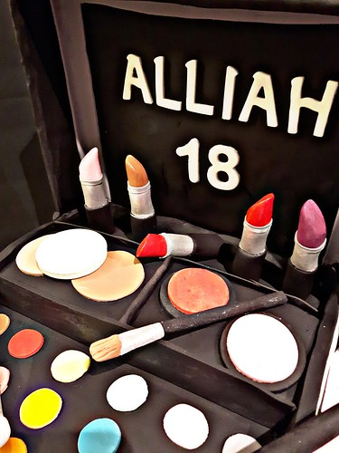 Make Up Box Kit Cake For Alliah S 18th Birthday All Edible Decors
