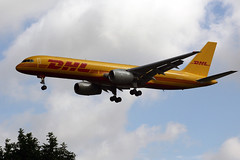 G-DHKH (FabioZ2) Tags: londra dhl atterraggio boeing 75728apcf cn26275