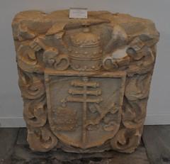 Astorga (León-España). Museo de la catedral. Escudo pontificio (santi abella) Tags: astorga león castillayleón españa heráldica escudos