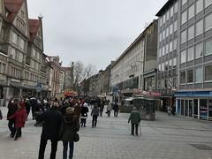 """Die Fußgängerzone. In einer Fußgängerzone dürfen keine Autos fahren. Hier sind nur Fußgänger unterwegs. Die Fußgängerzone ist meistens in der Stadtmitte. Hier sind viele Geschäfte zu finden. #münchen • <a style=""""font-size:0.8em;"""" href=""""http://www.flickr.com/photos/42554185@N00/39559401514/"""" target=""""_blank"""">View on Flickr</a>"""