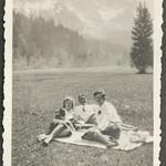 Archiv FaMUC170  Münchner Familie, in Oberbayern, 1920er thumbnail
