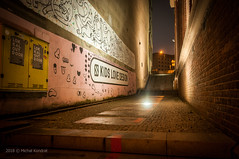 kids love design.jpg (MichalKondrat) Tags: styczeń2018 szczecin zachodniopomorskie budynek miasto wieczór polska schody poland światła ulicaświętegoducha architektura noc sigma1020mm staremiasto obiekt ulica nikond300s województwozachodniopomorskie pl