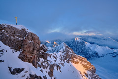 Sunset at Zugspitze Summit (W_von_S) Tags: zugspitze summit summitcross gipfel gipfelkreuz sonnenuntergang sunset berge mountains alpen alps winter schnee snow winterlandschaft winterpanorama alpinewinterpanorama landschaft landscape panorama paysage paesaggio natur nature clouds wolken himmel sky licht light sony sonyilce7rm2 wvons werner outdoor garmischpartenkirchen grainau bavaria bayern germany deutschland wettersteingebirge naturesfinest