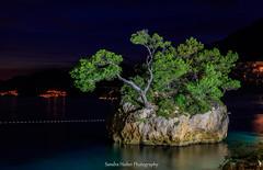 Croatia (Sandra Hieber) Tags: kroatien croatia brela landschaft landscape meer sea stein stone nacht night urlaub holiday water tree sky felsen rock