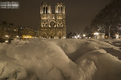 Notre Dame under the snow (Lonely Soul Design) Tags: notre dame saint michel paris longexpo longexposure light snow winter cold nightscape nightshot nightview night