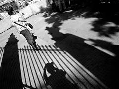 Santiago de Chile (Alejandro Bonilla) Tags: santiago street sony santiagodechile santiaguinos sam santiagochile streetphotography santiagocentro sonya290 urban urbano urbana urbe urbex bw blancoynegro blackandwhite bn black white estudiantes regiónmetropolitana a290 alfa alameda atardecer chile city ciudad blanconegro manuelvenegas minolta monocromo monocromatico