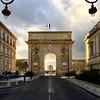 L'arc de triomphe de Montpellier (Thibaut Perron) Tags: flag iphone france street arcdetriomphe arch montpellier sunset