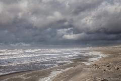 Storm bij het Zuiderstrand (Pieter Musterd) Tags: storm zuiderstrand pietermusterd musterd canon pmusterdziggonl nederland holland nl canon5dmarkii canon5d denhaag 'sgravenhage kijkduin zee noordzee herfststorm branding golven waves duinen nieuweduinen zand