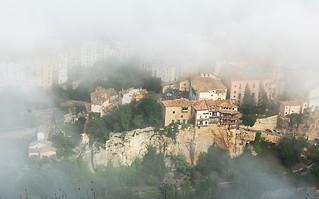 Cuenca despertando de la niebla