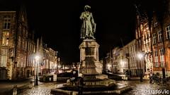 A night in Bruges (11) (Lцdо\/іс) Tags: brugge bruges belgique belgium belgie night janvaneyck square statue lцdоіс nightcity city citytrip lights beauty town voyage decembre december 2017