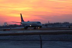 Jet Blue Embraer 190 N334JB (sabresfreak) Tags: airline evening jetfuel dslr cold sky windy taxi mercyflight airport airlines runway engines embraer190 pilot n334jb sunset winter canonrebelt6 flying planespotting buffaloniagaraairport plane jet jetblue