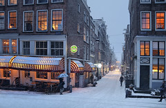 Warm city lighting in the winter (B℮n) Tags: holland netherlands nederland bike snow covered bikes bicycle canals winter cold street anne dutch gezellig cafés snowy snowfall atmosphere colorful walk walking cozy light water canal weather cool sunset file celcius mokum grachtengordel unesco world heritage sled sleding slee seagull nowandthen meeuw bycicle 1°c sun sneeuw brug slippery glad flakes handheld wind amsterdam colors jordaan hilletjesbrug egelantiersgracht eersteleliedwarsstraat bloemgracht old brug125 100faves topf100 200faves topf200