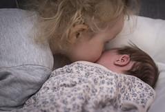 Doft av nyfödd baby (My Photolifestyle) Tags: fs180128 doft fotosondag syskonkärlek