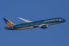 VN-A861 Boeing B787-9 EGLL 20-12-16 (MarkP51) Tags: vna851 boeing b7879 b787 dreamliner airvietnam vn hvn london heathrow airport lhr egll england aviation jet airliner aircraft airplane plane image markp51 nikon d7200 sunshine sunny aviationphotography