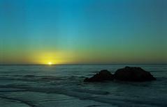 Atardecer (-Alberto_) Tags: zeissikon carlzeiss california sanfrancisco sunset 35mmfilm analog 50mm kodakportra